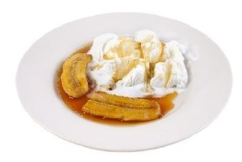 Бананове соте з соусом праліне та кардамоном