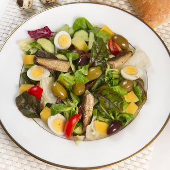 Балтійський салат зі шпротами