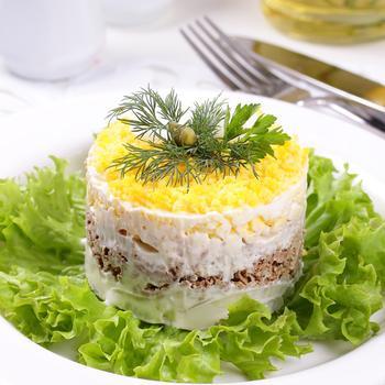 Салат «Мимоза» с лососем и сыром