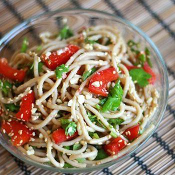 Спагетти с арахисом и перцем