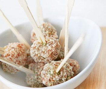 Миндальные шарики из винограда