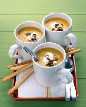 Суп-пюре з квасолі і горіхів