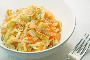 Салат з капусти з кунжутом