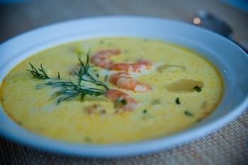 Сирний суп з креветками і зеленню