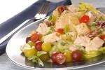 Куриный салат с виноградом, орехами и каперсами