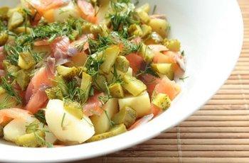 Картопляний салат з лососем