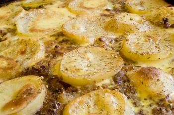 Рыба, запеченная в сметане, с картофелем и грибами