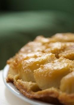 Пісочний пиріг із айви з карамеллю
