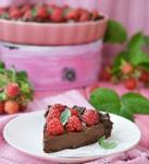 Шоколадный пирог с малиной без выпекания