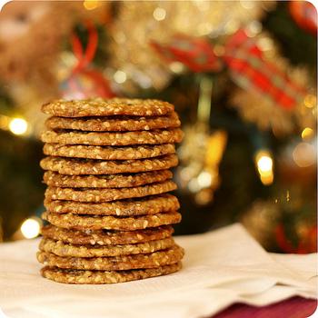 Тонке хрустке печиво з кунжуту