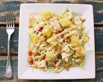 Куриный салат с брокколи и ананасами