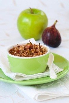 Крамбл с яблоком и инжиром