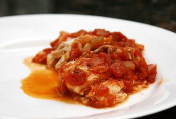 Пікантна риба у томатному соусі