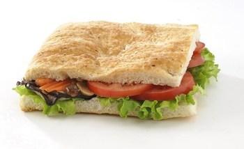 Гарячі сендвічі з грибами і томатами