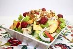 Куриный салат с персиком и малиной