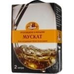 Вино біле Колусвін Мускат натуральне виноградне напівсолодке 13% тетрапакет 2000мл Молдова