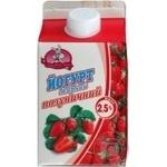 Yogurt Zarechye Strawberry 2.5% 500g carton packaging Ukraine
