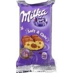 Пирожное бисквитное Milka с шоколадной начинкой и кусочками молочного шоколада 35г
